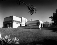 http://kennethcowan.com/files/gimgs/th-16_56-285617-exterior-view-of-the-hollyhock-house-los-angeles-1921-shulman-1997-js-221-isla-.jpg